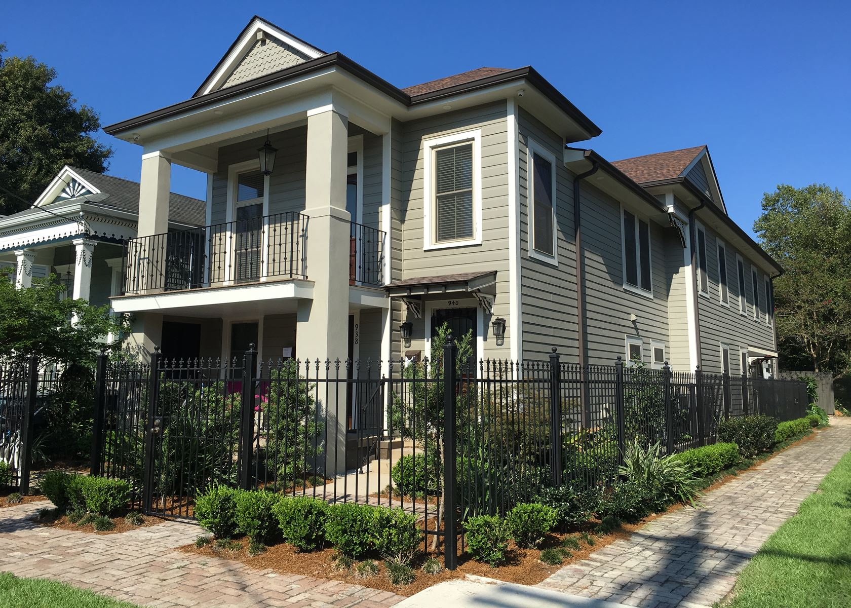 Exterior home improvement contractors in new orleans for Accent housing